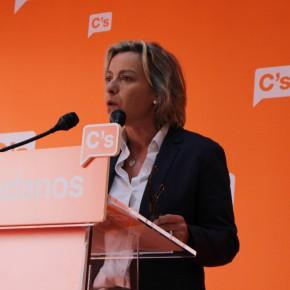 """Isabel Albás """"Es indecente que Podemos e IU discriminen a los niños de la concertada. No puede haber alumnos de primera y de segunda"""""""